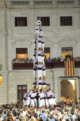 3 de 9 amb folre de la Colla Jove Xiquets de Tarragona.