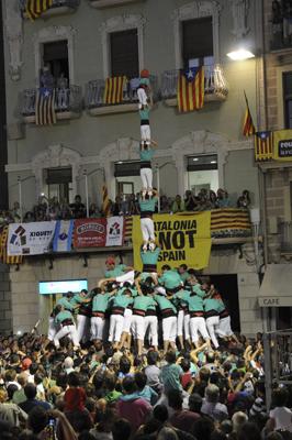 3 de 9 amb folre i pilar dels Castellers de Vilafranca