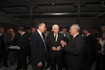 El Conseller Mascarell, al mig, entre l'alcalde, Carles Pellicer (esquerra) i el comissari de l'Any Fortuny, Carles Tubella.
