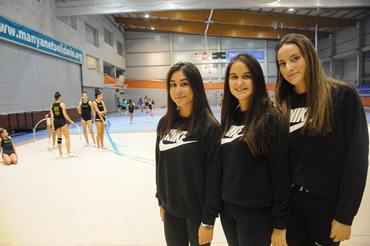 Anna Virgili, a l'esquerra, i les germanes Júlia i Anna Gené. Són les entrenadores del club del Pare Manyanet