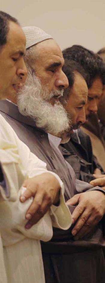 Moment de pregària, a una de les mesquites de la ciutat.