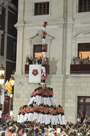 Pilar de 8 amb folre i manilles de la Colla Vella dels Xiquets de Valls.