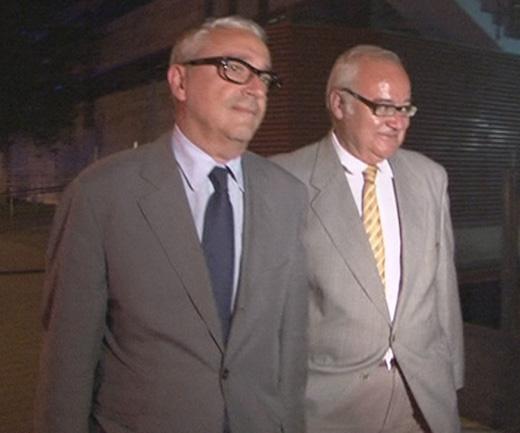 Josep Prat, amb el seu advocat al sortir dels Jutjats.