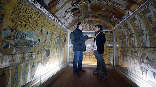 Interior de la tomba de Sennedjem, excavada per Toda