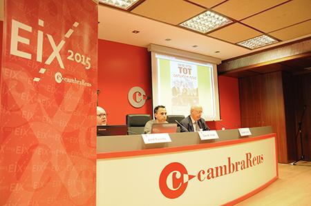David Vidal, al mig, durant la conferència a la Cambra