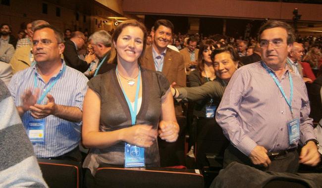 Alegret, envoltada d'alguns companys de consistori, en el Congrés del PP en què va ser elegida vicesecretària de l'executiva catalana del PP. Eren altres temps.