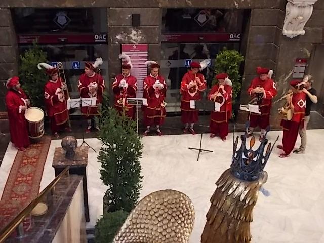 Els músics es van disfressar d'heralds per donar la benvinguda a les forces vives.