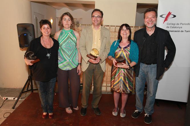 D'esquerra a dreta: Núria Bea (Petxina Oberta), Sara Sans (Nova Presidenta del Col·legi de Periodistes), Francesc Domènech, Carme Crespo (Petxina Tancada) i Ignasi Soler (nou vicepresident del Col·legi). (Foto: Pere Toda)