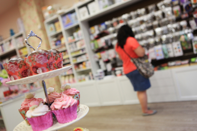 Nina's Cakes, al carrer del Vent, és una botiga amb un encant especial, plena de productes específics per a creacions pastisseres. (Foto: Xavi Jurio)
