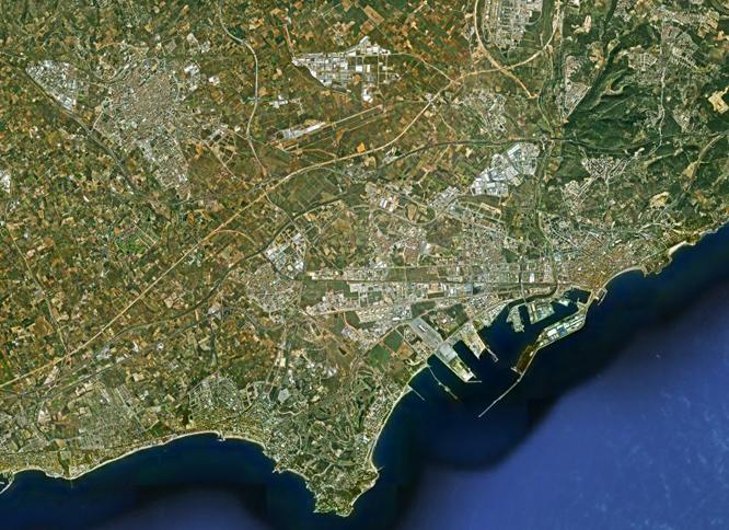 """Imatge del Camp de Tarragona al """"GoogleEarth"""". El Trancamp uniria Reus i Tarragona amb els principals nuclis costaners i l'aeroport."""