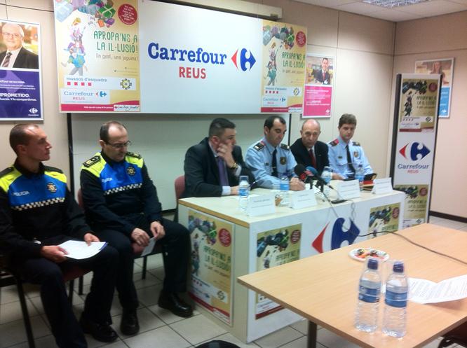 Responsables de la Guàrdia Urbana, de Carrefour, dels Mossos i de la Creu Roja han presentat la campanya.