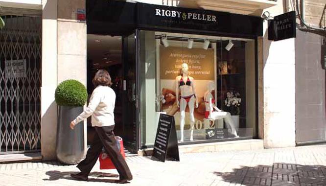 Rigby & Peller ha triat Reus per obrir la seva primera botiga a l'Estat Espanyol. L'establiment és al carrer de Sant Joan. (Foto: Xavi Jurio)