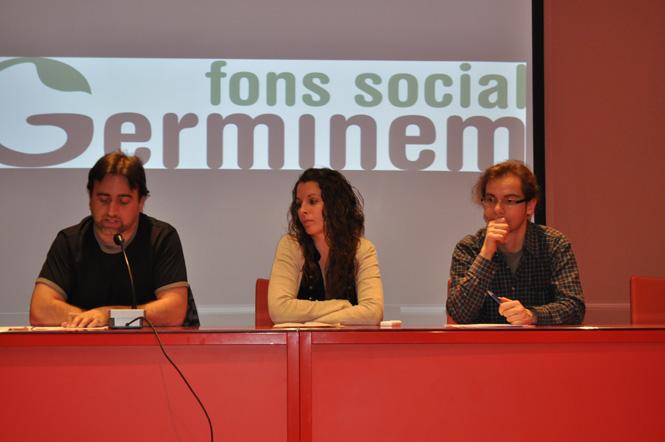 Representants de la CUP i de la banca ètica Coop'57 van presentar el projecte al Casal de la Dona.
