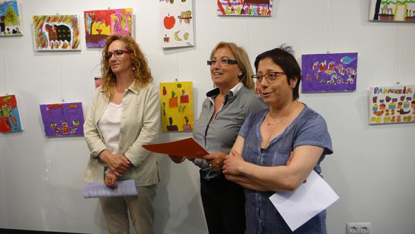 La regidora de Participació, Àngels Tello amb les presidentes del Mercat Central, Rosa Costa, i del Carrilet, Antonia Juan.