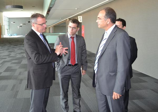 Carles Pellicer, Marc Arza i el director de l'empresa, José Manuel Desco.