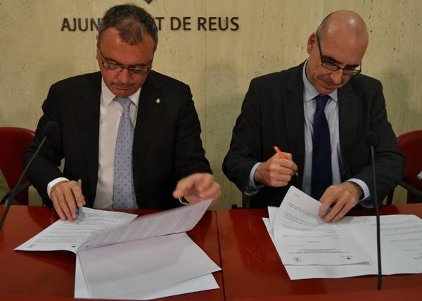 Carles Pellicer i Adolfo Sánchez Buron, en el moment de signat el conveni de col.laboració per analitzar la mòmia de Prim.