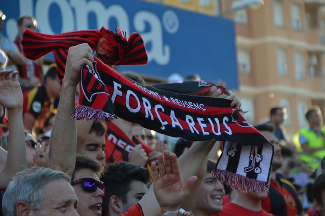 Un bon nombre d'aficionados es van dessalera air a Lleida per animar l'equip. (Foto: CF Reus Deportiu)