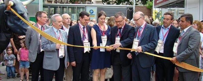 Carles Tubella, primer per l'esquerra durant la inauguració d'una edició de Reus viu el Vi.