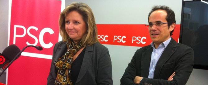 Teresa Pallarès i Francesc Vallès en la roda de premsa al PSC de Reus.
