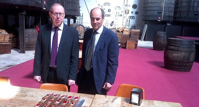 El President de la Cambra de Comerç de Reus, Isaac Sanromà, amb Jaume Batista.