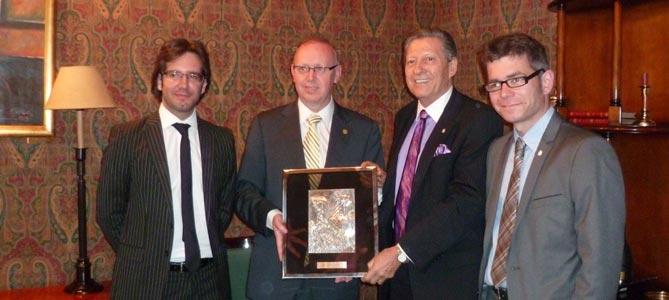 D'esquerra a dreta- el consul general d'Espanya a Bahía Blanca, Adrian Romero; el President de la Cambrade Reus, Isaac Sanromà; el President de la Bolsa de Comercio de Bahía Blanca, Carlos Arecco; i el regidor d'Innovació, Ocup