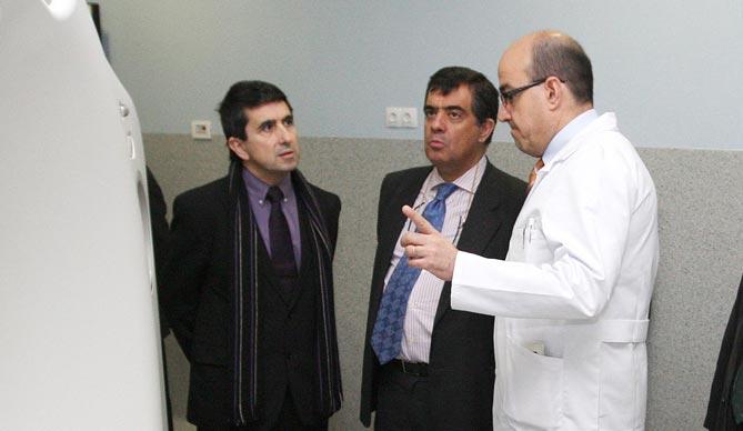 Àngel Cunillera -esquerra- en una visita a l'Hospital de Sant Joan el mes de febrer de l'any 2011, acompanyat per Roberto Sabrido, aleshores Director de la Agencia Española de Seguridad Alimentaria y Nutrición.