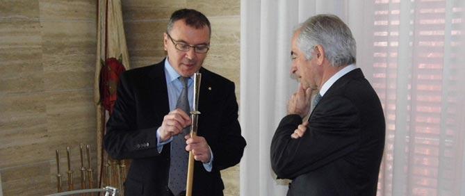 Carles Pellicer i Vitalino Nafría, aquest migdia a l'Ajuntament de Reus/ Delcamp.cat