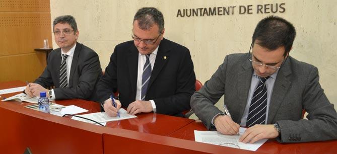 Carles Pellicer i Carles Salas, firmant el conveni ahir al matí