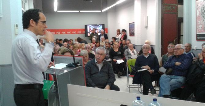Vallès dirigint-se als militants del PSC reusenc.