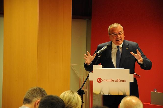 Carles Pellicer, durantla conferència a la Cambra de Comerç