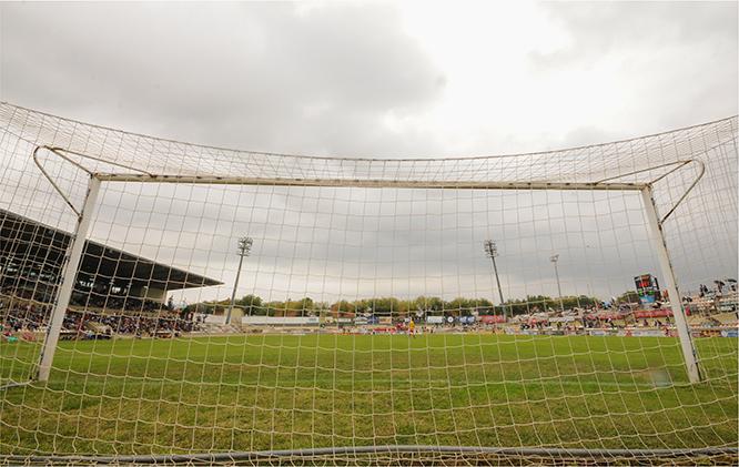 El camp de futbol en un partit del mes de setembre de 2014, quan l'actual projecte del CF Reus Deportiu començava.