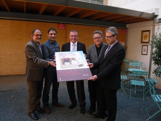 Josep Margalef, Jordi Gaspar, Carles Pellicer, Joaquim Sorio i Jordi Agràs s'han fotografiat somrients amb el cartell de la fira.