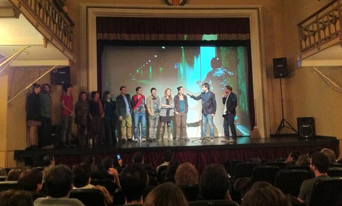Els autors i actors de la pel·lícula, a l'escenari del Bravium.
